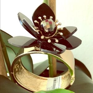BANANA REPUBLIC 3-D black & gold flower bangle